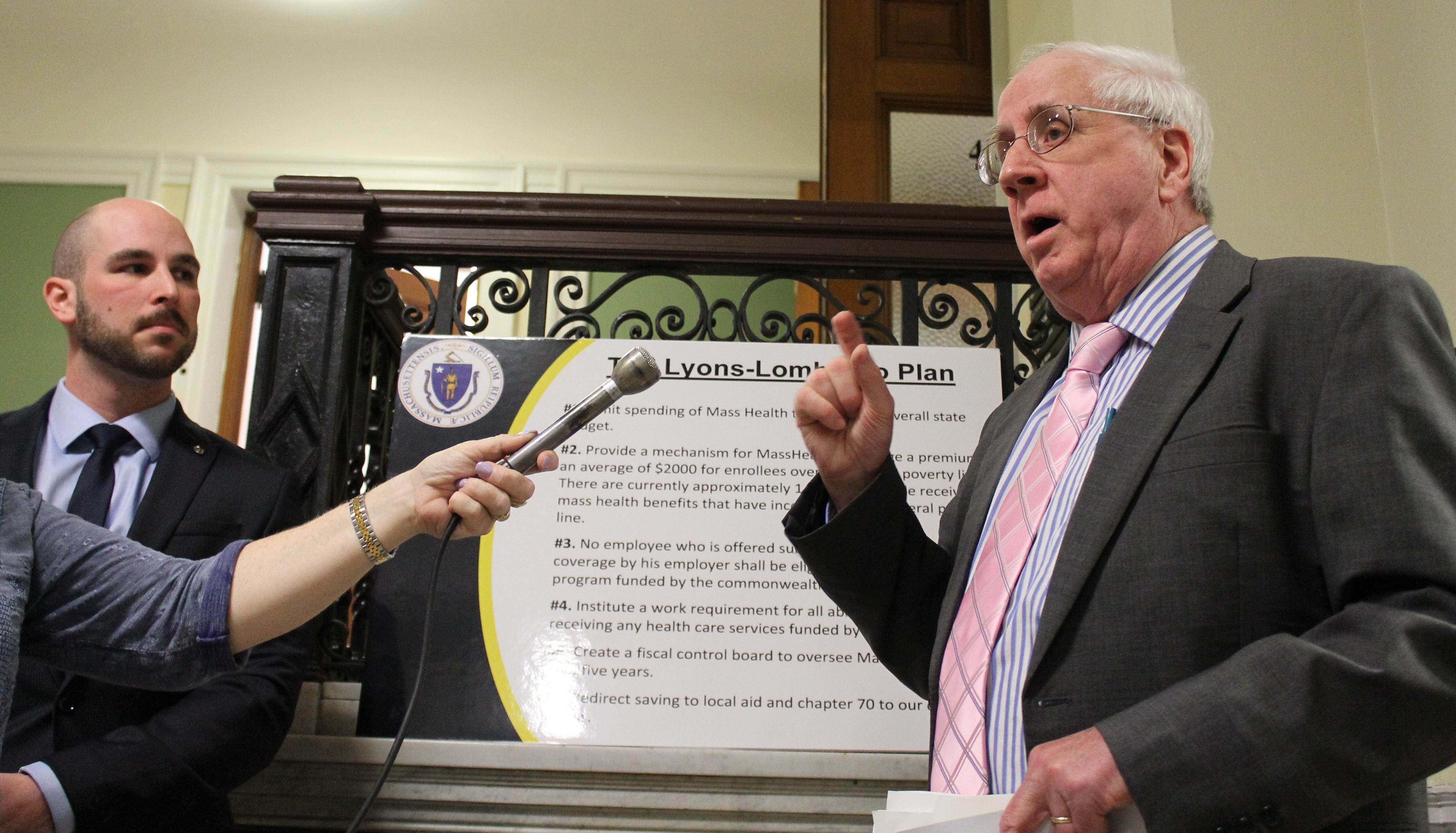 Republican Reps. James Lyons and Marc Lombardo (le